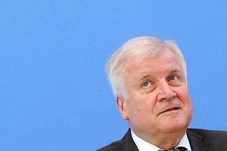 Hat die rechtsextremistische Vereinigung «Nordadler» verboten: Innenminister Seehofer. Foto: Wolfgang Kumm/dpa