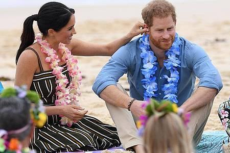 Prinz Harry, Herzog von Sussex, und seine Frau Meghan, Herzogin von Sussex, am Bondi-Strand in Sydney. Foto: Dan Himbrechts/AAP/dpa