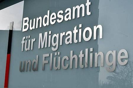 Das Bundesamt für Migration und Flüchtlinge in Berlin. Ein Flüchtling aus Hongkong hat in Deutschland Asyl erhalten. Foto: Jens Kalaene/dpa-Zentralbild/dpa