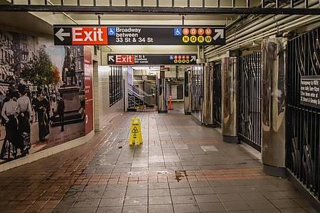 Die sonst von unzähligen Menschen bevölkerte U-Bahn in New York ist menschenleer. Foto: Vanessa Carvalho/ZUMA Wire/dpa