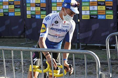 Musste sein Gelbes Trikot nach der 5. Etappe abgeben: Julian Alaphilippe. Foto: Thibault Camus/POOL AP/dpa