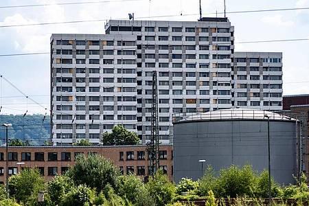 Das Iduna-Zentrum. Bei mehreren größeren privaten Feiern in dem Hochhauskomplex haben sich in Göttingen mehrere Menschen mit dem neuartigen Coronavirus infiziert. Foto: Swen Pförtner/dpa