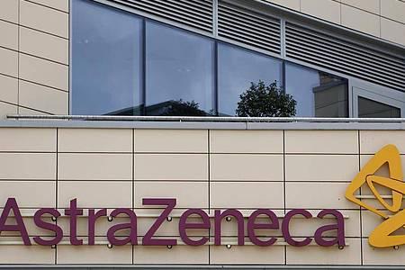 AstraZeneca hat die klinische Studie für seinen Corona-Impfstoff vorsorglich gestoppt, nachdem bei einem der Teilnehmer gesundheitliche Probleme aufgetreten sind. Foto: Alastair Grant/AP/dpa