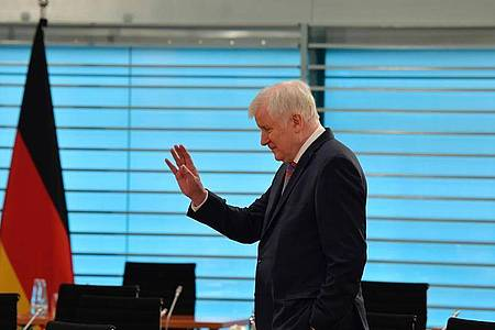 Bundesinnenminister Horst Seehofer (CSU) will Bundespolizisten vorerst nicht mehr nach Berlin zu Einsätzen schicken. Foto: Tobias Schwarz/AFP-Pool/dpa