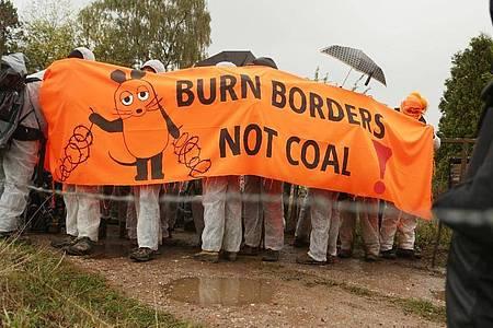 Klimaschutz-Aktivisten demonstrieren für ein sofortiges Ende der Stromerzeugung aus Kohle und Gas. Foto: David Young/dpa