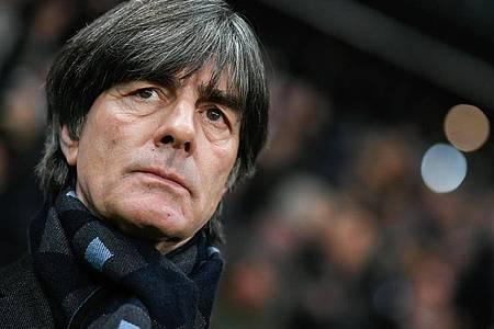 Geht bei der Debatte um einen Gehaltsverzict mit gutem Beispiel voran: Bundestrainer Joachim Löw. Foto: Tom Weller/dpa