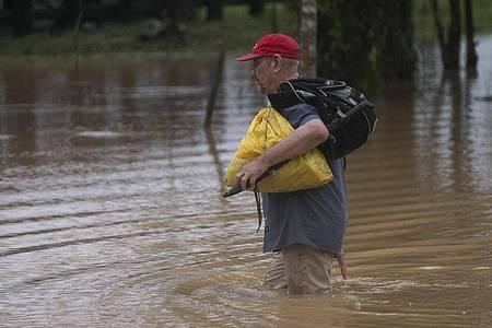 Tiefdruckgebiet «Eta» sorgt vielerorts für überflutete Straßen. Foto: Carlos Herrera/AP/dpa