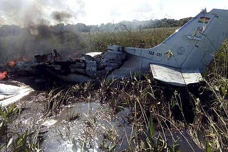 Bei dem Absturz des zweimotorigen Flugzeugs sind alle sechs Menschen an Bord ums Leben gekommen. Foto: Kevin Bustamante/AP/dpa