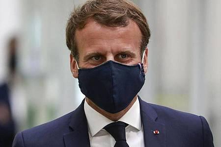 Frankreichs Präsident Emmanuel Macron hat sich in einer Fernsehansprache an das Land gewandt. Foto: Ludovic Marin/POOL AFP/dpa