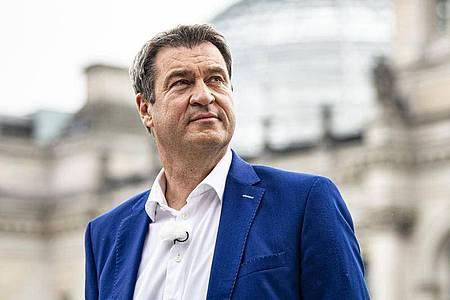 Markus Söder am Rande des ARD-Sommerinterview vor dem Reichstagsgebäude. Foto: Fabian Sommer/dpa