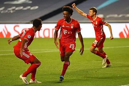 Der FCBayern München um Siegtorschütze Kingsley Coman (M.) gewann die Champions League. Foto: Julian Finney/Getty Images via UEFA/dpa