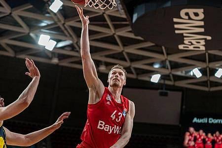 Leon Radosevic ist mit den Bayern Basketballern gegen MHP Riesen Ludwigsburg gefordert. Foto: Ulf Duda/fotoduda.de/BBL/Pool/dpa