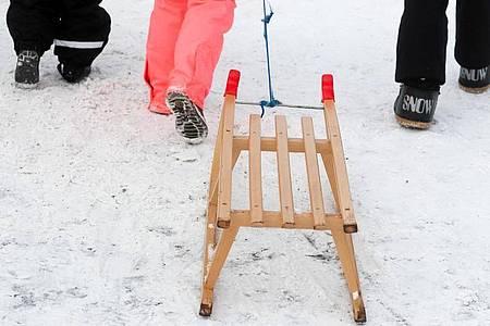 Der Hamburger CDU-Chef Christoph Ploß würde gern die Winterferien um zwei bis drei Wochen verlängern und im Sommer entsprechend kürzen. Foto: Jan Woitas/dpa-Zentralbild/ZB