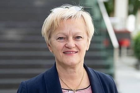 Renate Künast (Bündnis 90/Die Grünen) hat einen Teilerfolg gegen Beschimpfungen und Beleidigungen im Nezt errungen. Foto: Soeren Stache/dpa/Archivbild