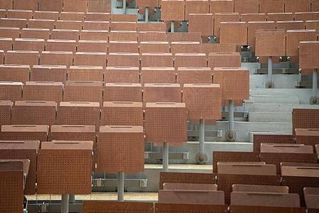 Leerer Hörsaal an der Universität Stuttgart. Baden-Württemberg und Berlin haben den Beginn des Sommersemesters an den Hochschulen verschoben. Foto: Sebastian Gollnow/dpa