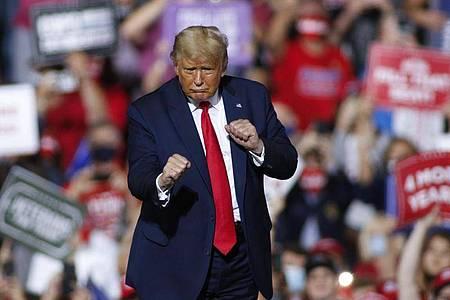 Versucht seinen Herausforderer schwer unter Druck zu setzen:US-Präsident Donald Trump. Foto: Nell Redmond/AP/dpa