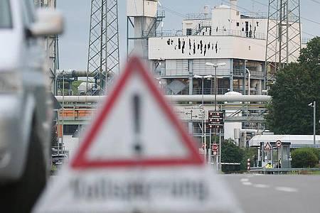 Im Leverkusener Chempark hatte es eine Explosion mit mehreren Toten gegeben. Foto: David Young/dpa