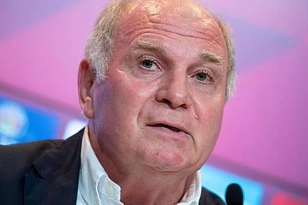FC-Bayern Ehrenpräsident Uli Hoeneß hofft auf einen Schub für den Basketball. Foto: Sven Hoppe/dpa