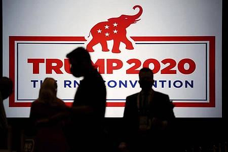Zum Auftakt des Parteitags der Republikaner in Charlotte wollen die Delegierten Trump offiziell als Präsidentschaftskandidaten nominieren. Foto: Travis Dove/Pool The New York Times/AP Pool/dpa