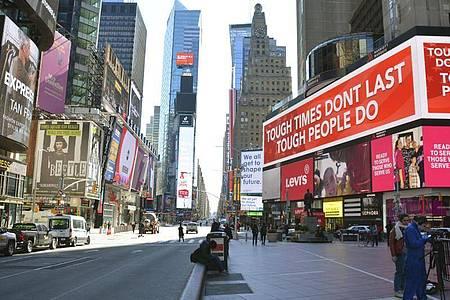 Der New Yorker Times Square ist nach einer Verhängten Sperre nahezu verlassen. Foto: kyodo/dpa