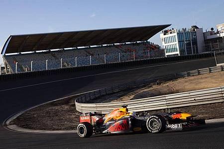 Wegen der Corona-Krise passt die Formel 1 ihre Regeln an. Foto: Peter Dejong/AP/dpa