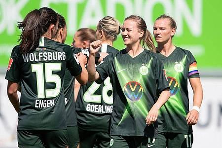Der VfL Wolfsburg setzte sich in der Frauen-Fußball-Bundesliga gegen den 1. FC Köln durch. Foto: Swen Pförtner/dpa