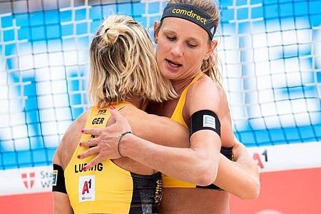 Margareta Kozuch (r) und Laura Ludwig. Foto: Georg Hochmuth/APA/dpa