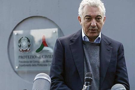 Domenico Arcuri, der italienische Sonderbeauftragte für Covid-19, bei einer Pressekonferenz vor dem Hauptquartier des Katastrophenschutzes. Foto: Cecilia Fabiano/LaPresse/AP/dpa
