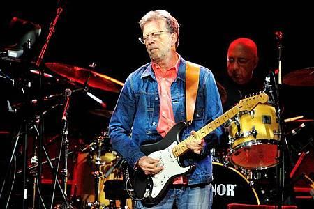 «Clapton is God»: Der begnadete Gitarrist wird 75. Foto: Uwe Anspach/dpa