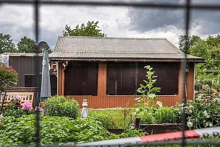 Diese Laube am Stadtrand ist einer der Tatorte des vermutlichen Haupttäters im Missbrauchsfall Münster. Foto: Marcel Kusch/dpa