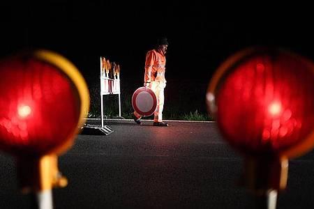 Um Mitternacht wurden viele Grenzen nach Österreich wieder geöffnet. Foto: Angelika Warmuth/dpa