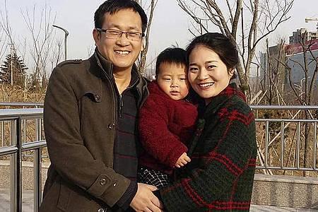 Das 2015 veröffentlichte Foto zeigt Wang Quanzhang und seine Frau Li Wenzu mit ihrem Sohn. Foto: Wang Quanxiu/Li Wenzu/AP/dpa