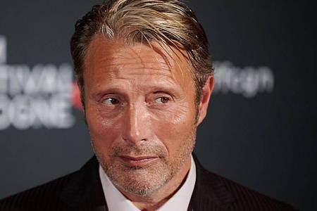 Der Schauspieler Mads Mikkelsen will erneut den Bösewicht geben. Foto: Henning Kaiser/dpa