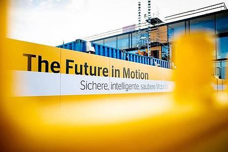 Continental will die Entwicklung von Fahrassistenzsystemen und Roboterwagen-Software beschleunigen. Foto: Moritz Frankenberg/dpa