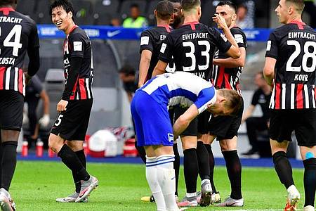 Eintracht Frankfurt drehte nach Rückstand noch die Partie bei der Hertha in Berlin. Foto: John Macdougall/AFP-POOL/dpa