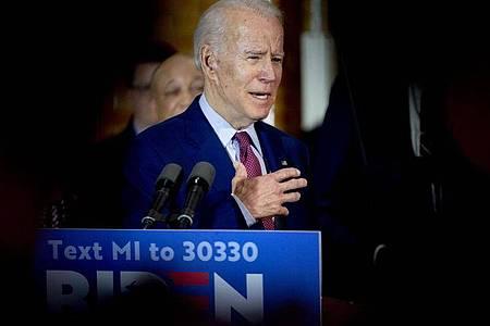 Joe Biden spricht auf einer Wahlkampfveranstaltung. Foto: Jake May/The Flint Journal/AP/dpa