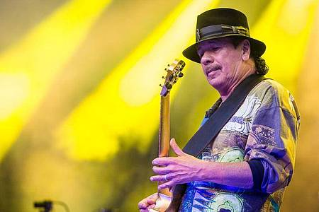 Carlos Santana hat die Europa-Termine seiner Tour abgesagt. Foto: picture alliance / Christoph Schmidt/dpa