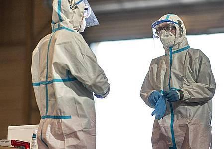 Corona-Testzentrum: Die meisten Neuinfektionen pro 100.000 Einwohner innerhalb einer Woche verzeichnet weiterhin der nordrhein-westfälische Kreis Gütersloh. Foto: David Inderlied/dpa