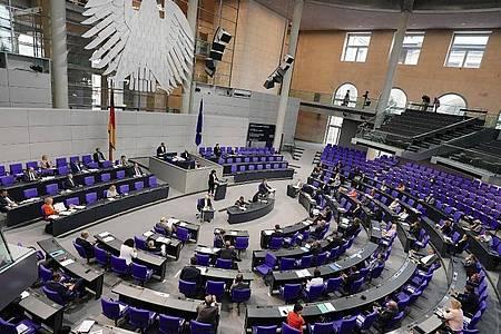 Corona-Krise:Der Bundestag hat eine milliardenschwere Entlastung der Kommunen beschlossen. Foto: Michael Kappeler/dpa
