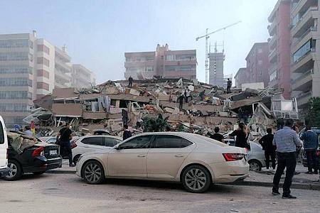Durch das Erdbeben zerstörte Gebäude im türkischen Izmir. Foto: Uncredited/DHA/dpa