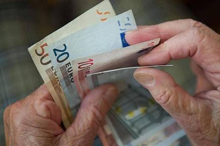 Mehr Kurzarbeit, mehr Arbeitslose: Die Rentenkasse könnte Probleme bekommen. Foto: Marijan Murat/dpa