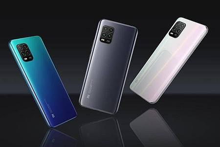 Blau, Grau und Weiß: In diesen Farben ist das Xiaomi Mi 10 Lite 5G ab 350 Euro zu haben. Foto: Xiaomi/dpa-tmn