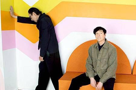 Die Brüder Ron (l) und Russell Mael von der US-Band Sparks. Foto: Anna Webber/BMG/dpa