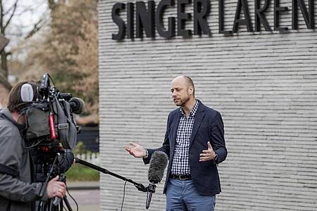"""Evert van Os, Direktor des Singer Laren Museums, spricht zu Journalisten. Foto: """"robin Van Lonkhuijsen""""/ANP/dpa"""
