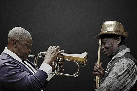Zwei Legenden:Tony Allen & Hugh Masekela. Foto: Brett Rubin & Bernard Benant/dpa
