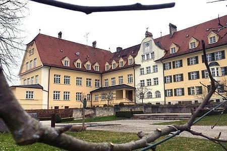 Das ehemalige katholische Piusheim in Baiern im Kreis Ebersberg. Foto: Steffen Heinemann/dpa