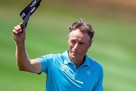 Golf-Senior Bernhard Langer ist überragend in das Masters in Augusta gestartet. Foto: Jens Büttner/dpa-Zentralbild/ZB