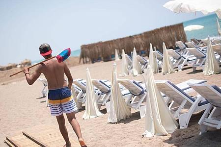 Der Strand in Antalya ist leer. Die Türkei gilt als Corona-Risikogebiet. Foto: Marius Becker/dpa/Archiv