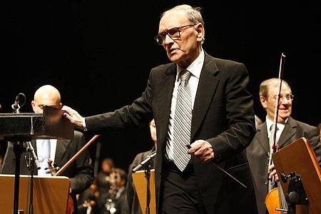 Ennio Morricone bei einem Konzert in der Wiener Stadthalle 2007. Foto: Herbert P. Oczeret/APA/dpa