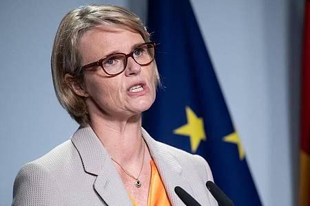 Bundesbildungsministerin Anja Karliczek (CDU) sieht die Schulen vor Herausforderungen. Foto: Bernd von Jutrczenka/dpa